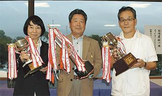 (左から)優勝した鹿島さん、宍戸さん、宮崎さん