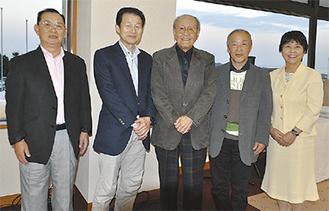 (左から)加藤会長、3位の瀬戸さん、優勝した椿さん、準優勝の菊池さん、村田町長