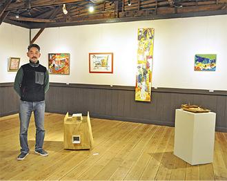 象鯨代表の西村さんと第1期の展示作品