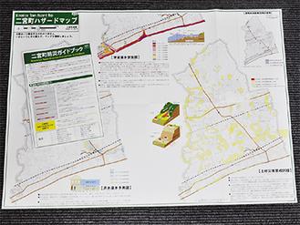 全戸配布されるハザードマップと防災ガイドブック