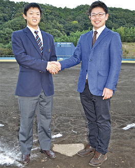 日暮選手(左)と志賀監督