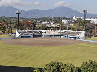 「星槎中井スタジアム」の愛称が付けられた中井中央公園野球場