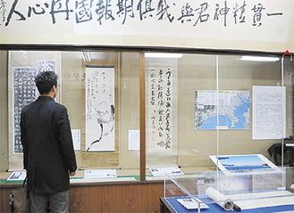 松方正義の書軸などの展示品