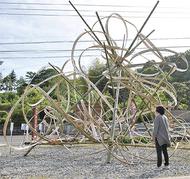 うねる竹のアート
