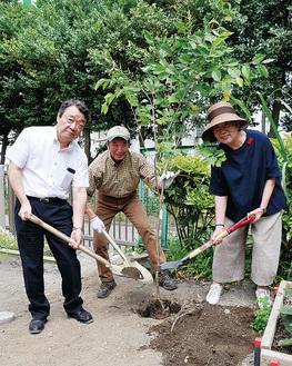 敷地内に桜の苗木を植樹