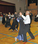 社交ダンスを楽しむ参加者
