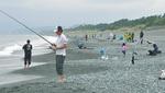 白キス釣りを楽しむ参加者