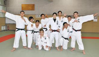 金子さん(前列右から3番目)と仲間の部員たち