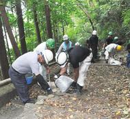 吾妻山公園路を補修