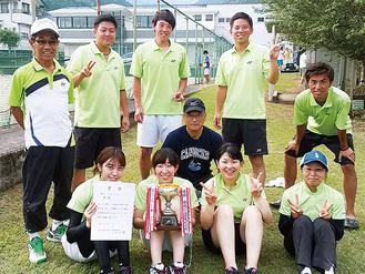 中井町ソフトテニスチームの選手(中井町提供)