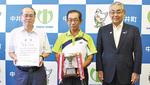 左から植木会長と小澤監督、杉山町長