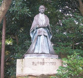 大隈庭園の大隈綾子像