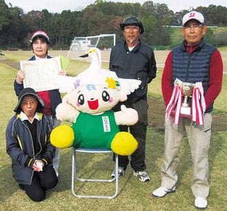 優勝した遠藤チームの選手=町提供