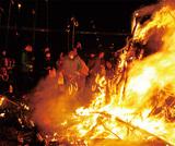 伝統の火祭り「左義長」
