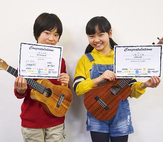 「緊張したけれど、一番いい演奏ができました」とコンテストの賞状を手にする大輝君(左)と小梅さん