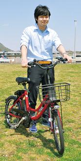 真っ赤なフレームが特徴のレッツバイク