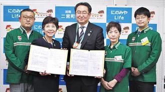 村田町長(左から2番目)とセブン-イレブン・ジャパンの関係者