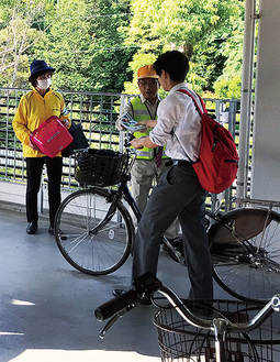 自転車の利用者にマナーアップを呼びかけた