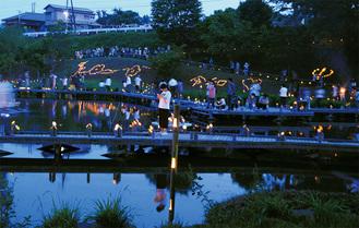 手作りの竹灯篭がともされた厳島湿生公園