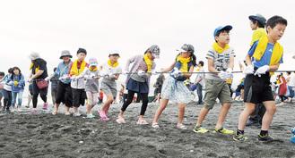 地引網を体験する参加者