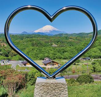 「ハートの丘」からの景色(中井町提供)