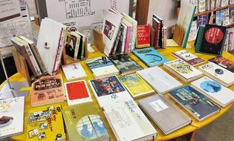 7月の展示テーブルに並ぶ「う」のつく本