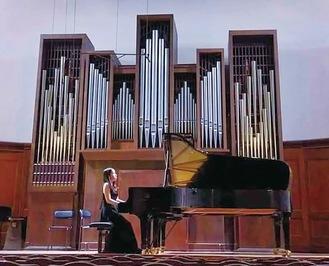 坂本さんが2019年にモスクワ音楽院の卒業試験でピアノを演奏した様子=本人提供