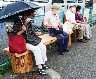 四ツ谷バス停のベンチ
