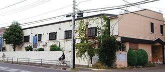県道秦野二宮線沿いに建つ営業休止中のラブホテル