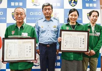 左から成瀬さん、日原署長、齋藤さん、沼倉敏久副店長