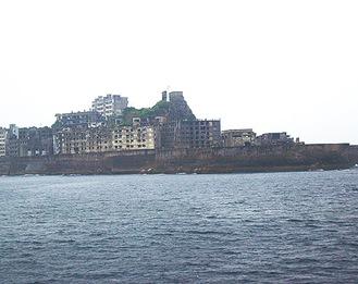 「軍艦島」の通称で知られる端島