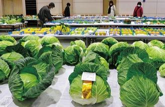 品評会に出品された中井町産の野菜や果実