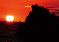 相模湾にだるま太陽