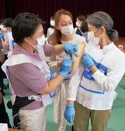 集団接種の流れを確認