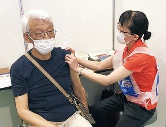 大磯町の集団接種(町提供)