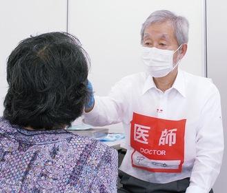 医師免許を持つ中崎町長がスタッフ参加