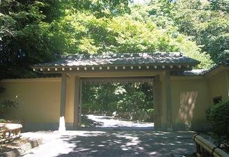 大磯城山公園の門