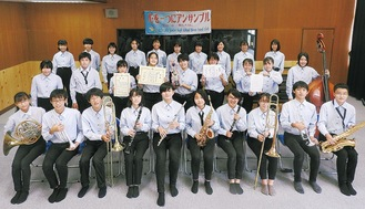 国府中学校吹奏楽部のメンバー