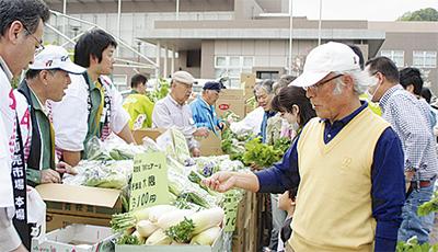 農産物セールで支援