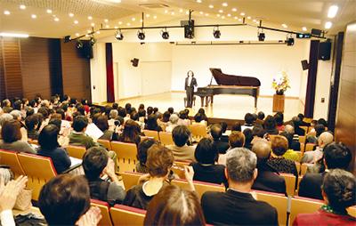 150席の音楽ホール完成