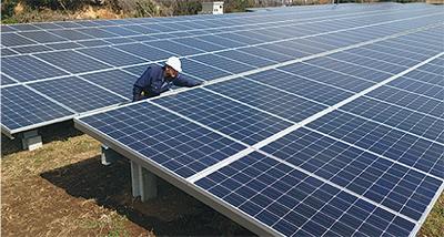 800枚の太陽光パネル設置