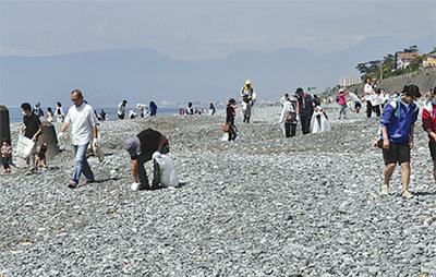 554人が海岸清掃
