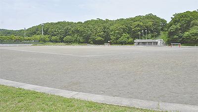 多目的広場を芝生化