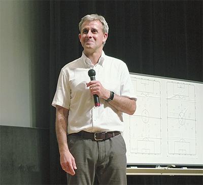 リトバルスキー氏 二宮で講演