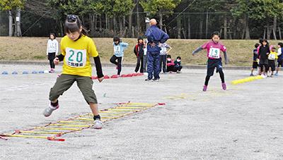 小中学生の運動能力伸ばす