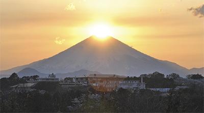 富士山 輝くか