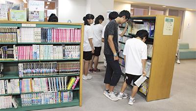 図書館に中学生の声