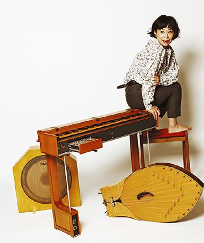 最古の電子楽器奏でる
