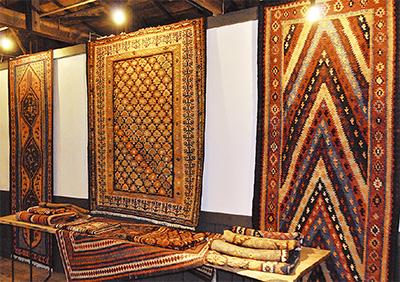 鮮やか 遊牧民の手織り物