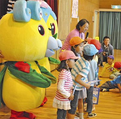 保育園幼稚園年長児が元気に交流